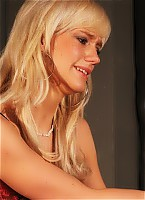 Blonde needs to be punished hard